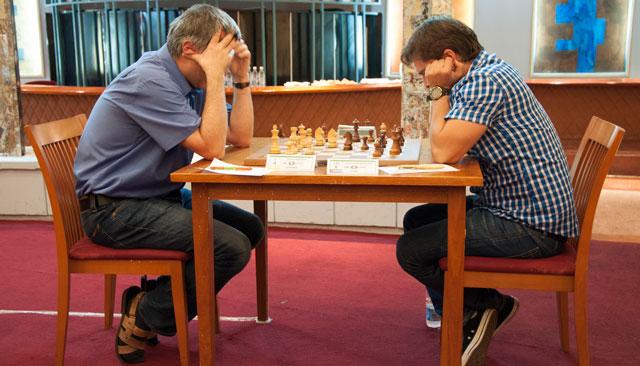 Ivanchuk entabló con Bruzón (foto de María del Carmen Ramón / Cubahora)