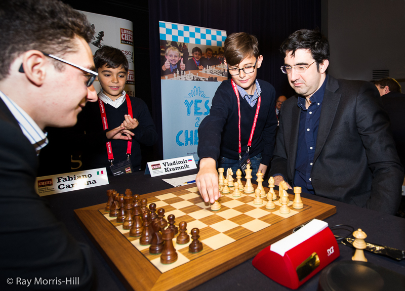 Two of Fabiano Caruana's Italian fans suggest a move for Vladimir Kramnik