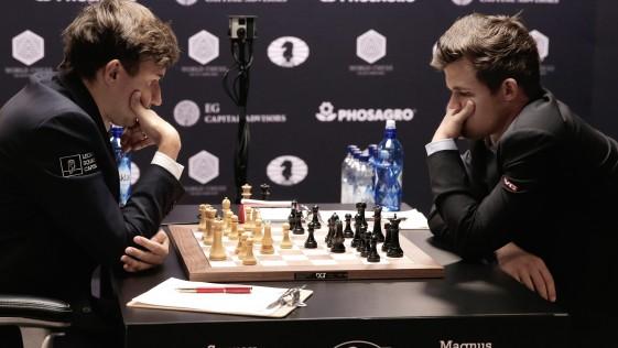 Resultado de imagen de 2a partida del mundial de ajedrez Karjakin-Carlsen